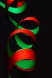 Twee stromende rood en groene banden Stock Afbeelding