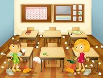 Twee studenten die het klaslokaal schoonmaken Royalty-vrije Stock Foto
