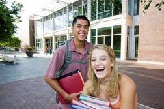 Twee Studenten op School Stock Afbeeldingen