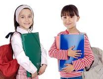 Twee studentes die aan school terugkeren stock afbeeldingen