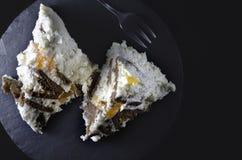 Twee stukken van cakeclose-up, hoogste mening stock afbeelding