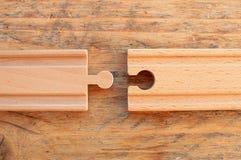 Twee stukken van houten treinspoor naast elkaar stock foto
