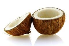 Twee stukken van rijpe kokosnoot stock foto