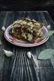 Twee stukken van zout bacon met roggebrood royalty-vrije stock fotografie