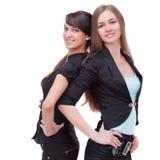Twee succesvolle bedrijfsvrouwen die zich rijtjes bevinden Royalty-vrije Stock Foto's