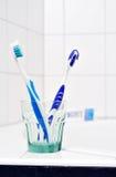 Twee tandenborstels Stock Afbeeldingen