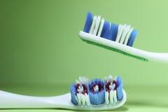 Twee tandenborstels Stock Afbeelding