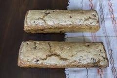 Twee thuis gebakken broden van brood Poolse Keuken Stock Afbeeldingen