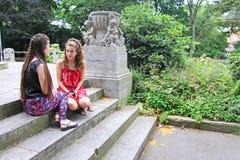 Twee tienermeisjes Royalty-vrije Stock Foto