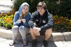 Twee Tieners, Meisje en Vriend Royalty-vrije Stock Foto's