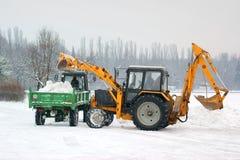Twee tractoren verwijderen sneeuw Stock Fotografie
