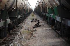 Twee treinen van auto's op het spoor Stock Foto