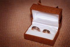 Twee trouwringen in een doos Royalty-vrije Stock Foto's