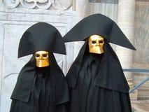 Twee typische maskers in Venetië Stock Afbeelding