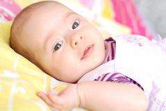 Twee van het babymaanden meisje Royalty-vrije Stock Foto's