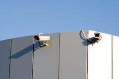 Twee veiligheidscamera's Royalty-vrije Stock Afbeeldingen