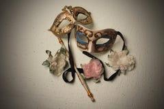 Twee Venetiaanse Maskers Stock Afbeeldingen