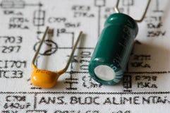 Twee verschillende condensatoren op elektronische printout Royalty-vrije Stock Foto