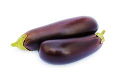 Twee verse auberginesclose-up stock afbeeldingen