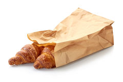 Twee verse croissants in document zak Stock Afbeelding