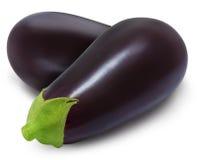 Twee verse geïsoleerde aubergines Stock Afbeeldingen