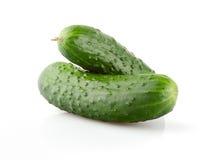 Twee verse Komkommers op wit Stock Afbeelding