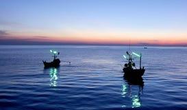 Twee Vissersboot op Blauwe Hemel Stock Fotografie
