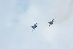 Twee vliegende Russische militaire straalvechter mig-29 Stock Foto