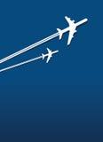Twee vliegtuigen in de hemel Stock Afbeeldingen
