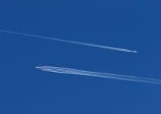 Twee vliegtuigen in de hemel Stock Foto
