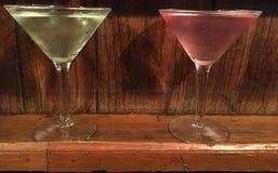 Twee volledige groene glazen van Martini en Royalty-vrije Stock Foto