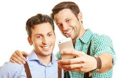 Twee vrienden in baviara het nemen Stock Afbeelding