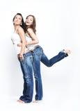 Twee vrolijke meisjes Stock Afbeelding