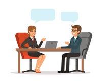 Twee vrolijke zakenlieden die over zaken spreken terwijl één van hen die computermonitor richten Man en vrouw bij de lijst Vector royalty-vrije illustratie