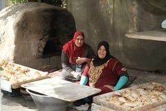 Twee vrouwelijke bakkers in Kaïro Stock Foto's