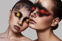Twee vrouwelijke Modellen met schoonheidsmake-up stock afbeeldingen