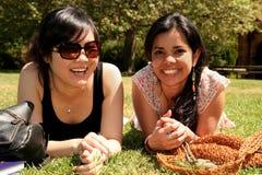 Twee vrouwelijke studenten. Royalty-vrije Stock Afbeeldingen