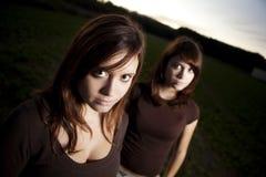 Twee vrouwelijke tienerjaren royalty-vrije stock afbeelding