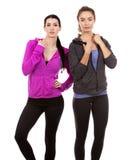 Twee vrouwelijke vrienden op witte achtergrond Stock Fotografie