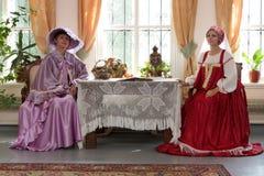 Twee vrouwen binnen Royalty-vrije Stock Foto