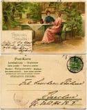 Twee vrouwen die en thee babbelen drinken Stock Afbeeldingen