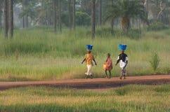 Twee vrouwen en een jongen in Gambia Stock Foto