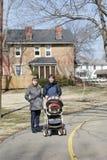 Twee vrouwen met kinderwagen Stock Fotografie