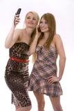 Twee vrouwen op de telefoon Stock Foto's