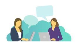 Twee vrouwen werken zitting bij laptops en het spreken het babbelen Dagelijkse taken op het werk bij de lijst stock illustratie