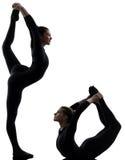 Twee vrouwencontorsionist die gymnastiek- yogasilhouet uitoefenen Royalty-vrije Stock Foto