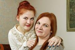 Twee vrouwenvrienden. Stock Afbeeldingen