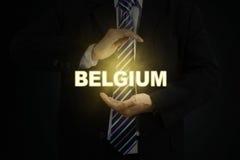 Twee wapens die een helder woord van België houden royalty-vrije stock foto