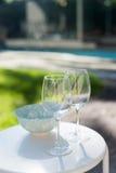 Twee wijnglazen en kom Royalty-vrije Stock Fotografie