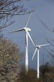 Twee windenergieinstallaties Royalty-vrije Stock Afbeelding